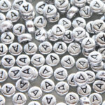 Letter A kraal, metal look, ca. 380 letters per zak,  7mm, 50 gr