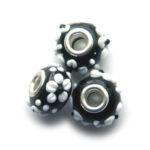 Pandorastijlkraal, zwart, witte bloem, 15x10mm, 5 st
