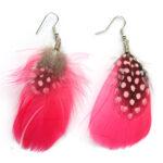 Oorbellenpaar, Roze en zwart-witte veer, 1 paar