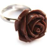 Ring, verstelbaar, met roos van kunsthars, roos 20 mm, Bruin, 1