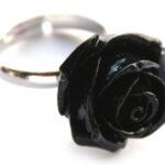 Ring, verstelbaar, met roos van kunsthars, roos 20 mm, Zwart, 1