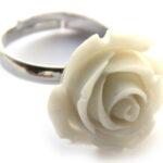 Ring, verstelbaar, met roos van kunsthars, roos 20 mm, Creme, 1