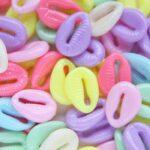 Kauri Cowrie Schelp acryl mix, 17×12,5mm, Pastelkleuren, 25 st