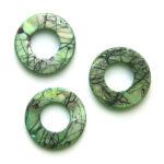 Ronde platte parelmoerkraal, groot gat, groen, glans, geaderd, 2